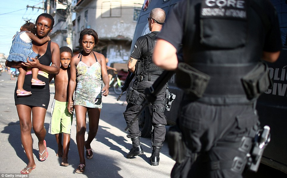 Brazilian police in the slums 7