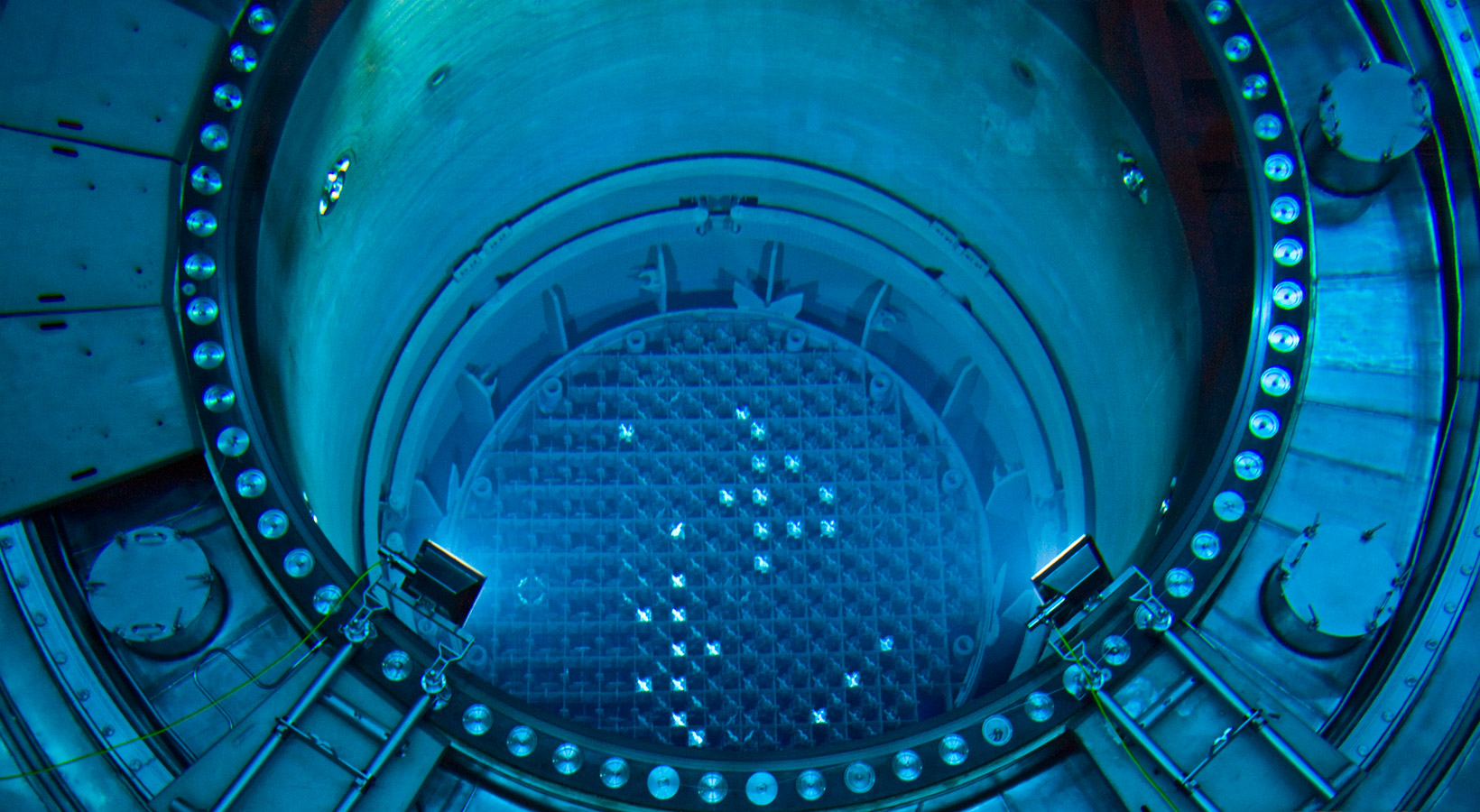 the reactor The nuclear reactor is a generator that produces eu by slowly breaking down uranium cellsas cells decay inside the reactor, they produce heat heat may be removed by several different cooling methods.